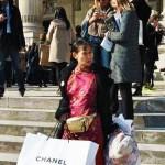 在保证三餐不受影响的情况下,月生活费 800 的女大学生如何提升自己的着装品味和搭配?(五)