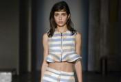在2016的春夏流行服装元素里,条纹依然是主流