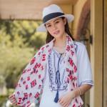 春天里的配饰需要丝巾 丝巾系法