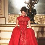 这场秀办在英国皇室后花园 还请来了王二代和公主走秀