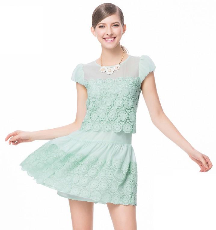 镂空连衣短裙