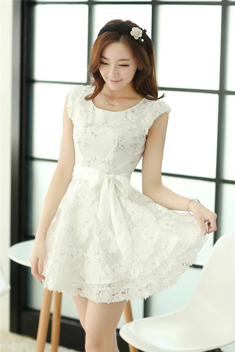 白色无袖欧根纱连衣裙
