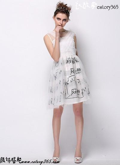 音符图案手工刺绣连衣裙