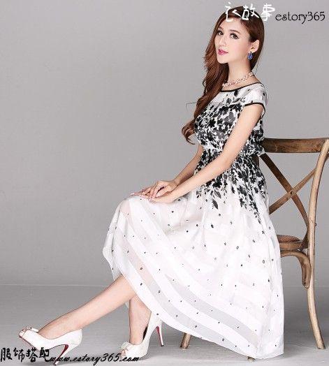 黑与白印花大摆连衣裙
