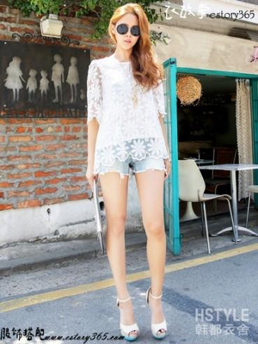 纯色镂空蕾丝衫