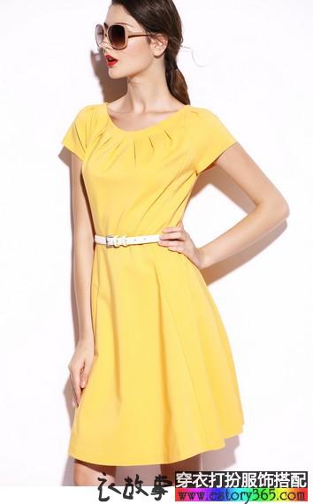 纯色修身褶皱连衣裙
