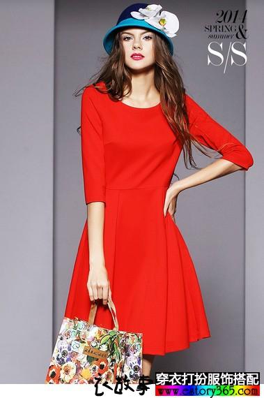 红色大牌中长款连衣裙