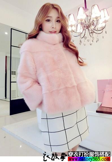 粉嫩短款毛皮大衣
