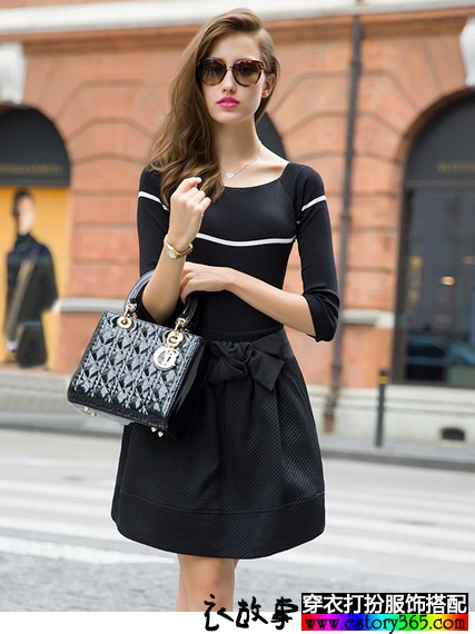 圆领蝴蝶结小黑裙