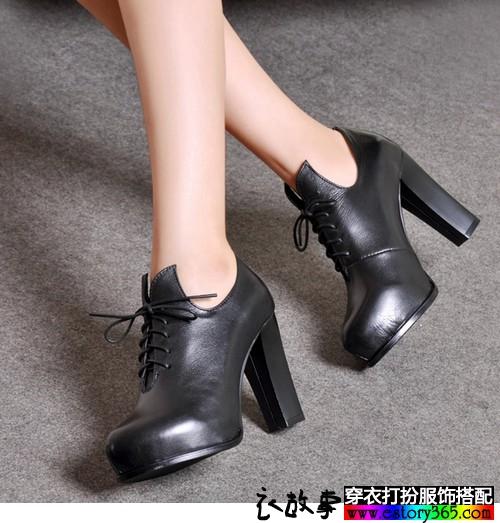 牛皮系带粗高跟短靴