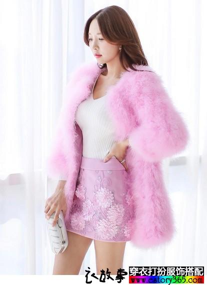 玫粉色中长款皮草大衣