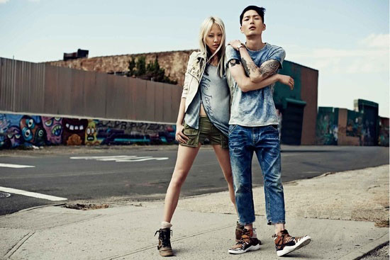 服饰窍门:牛仔裤搭配什么鞋好看