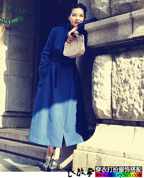 冬日文艺范混搭 与时光 长袖连衣裙 羽绒服 毛衣 青春有关