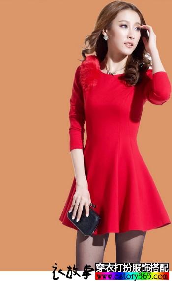 红色收腰连衣裙