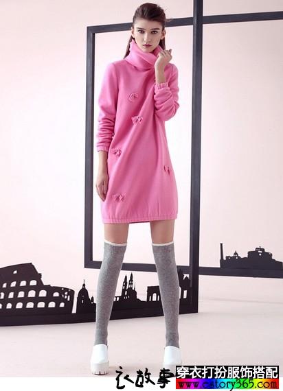 高领钉花羊毛针织长袖连衣裙