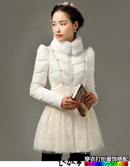 白色立领修身羽绒服
