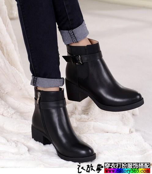 粗跟侧拉链短靴
