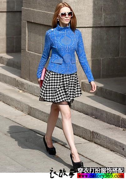 蓝色衣服怎么搭配