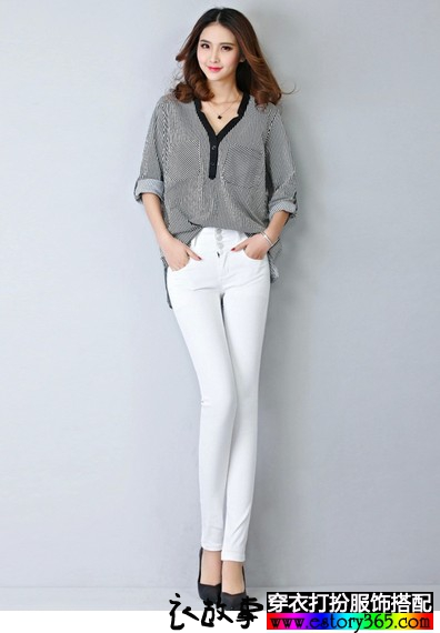 排扣白色牛仔铅笔裤