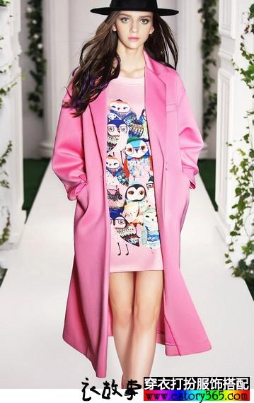 粉色加长款廓形大衣