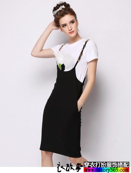 字母背带连衣裙
