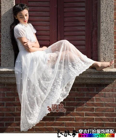 蕾丝雪纺连衣裙