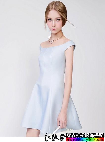 淡蓝色一字领收腰连衣裙