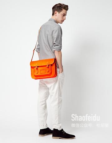 男生需要哪些基本款的包袋?(二)——邮差包