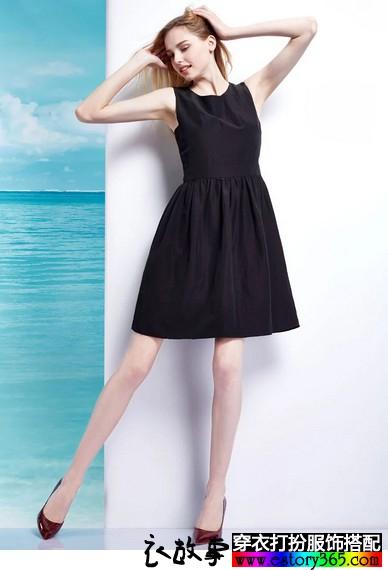 无袖圆领套头小黑裙