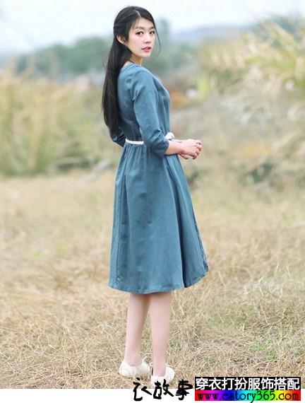 新款刺绣中长裙子