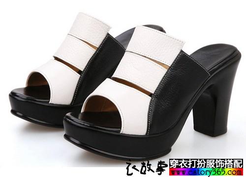 一字型粗跟露趾凉鞋