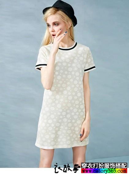 圆领短袖宽松撞色波点连衣裙
