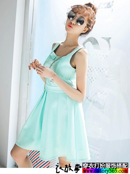 纯色无袖百褶裙
