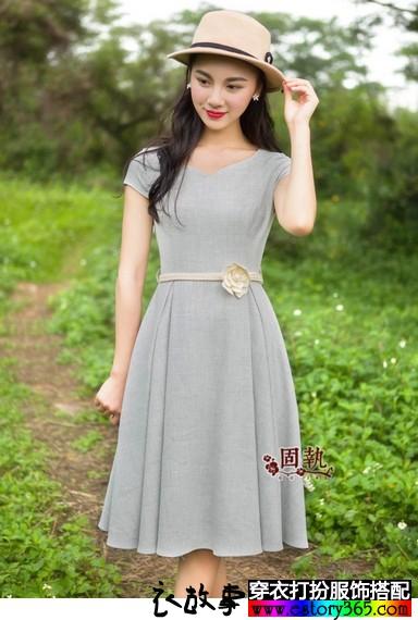 文艺复古纯色修身连衣裙