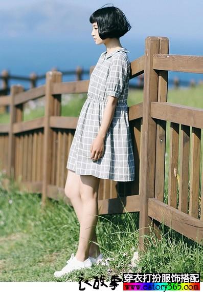 纯棉娃娃领格子连衣裙