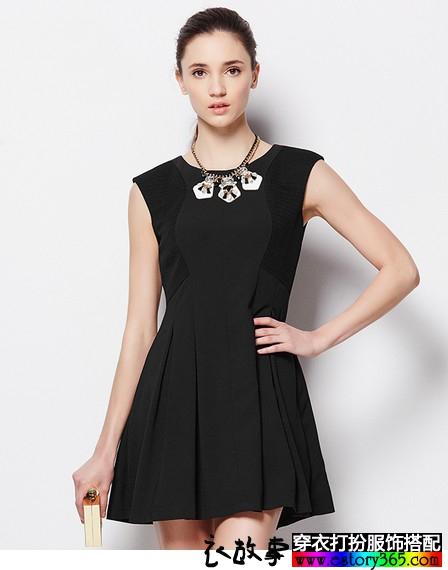 黑色优雅圆领连衣裙