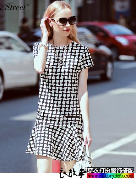黑白格子A字连衣裙