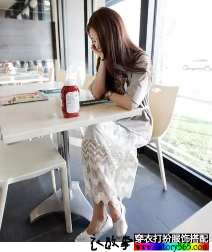 印花蕾丝长款宽松裙子