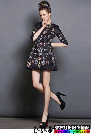 七分袖印花连衣裙