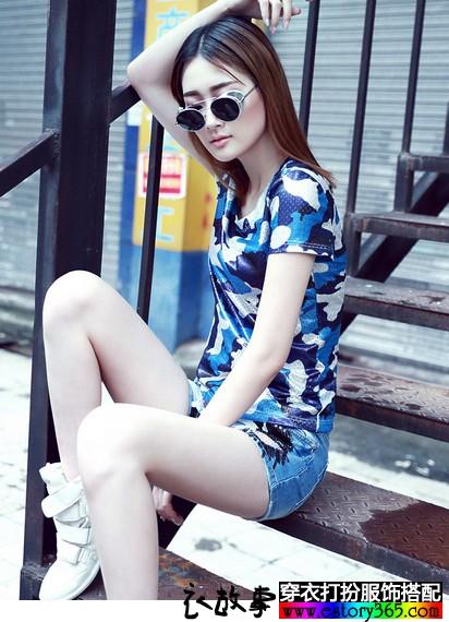 蓝色印花圆领T恤