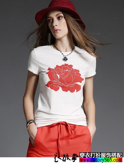圆领绣花T恤