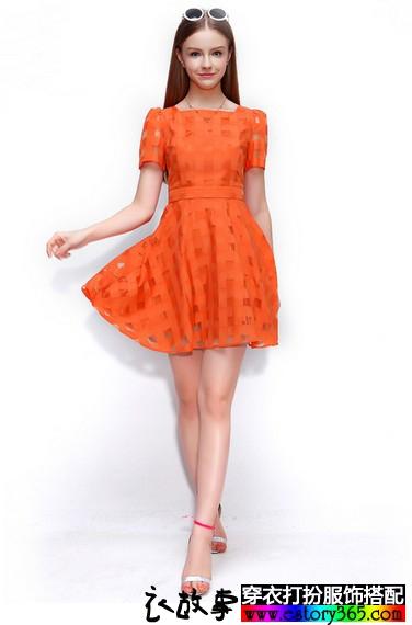 橙色镂空连衣裙