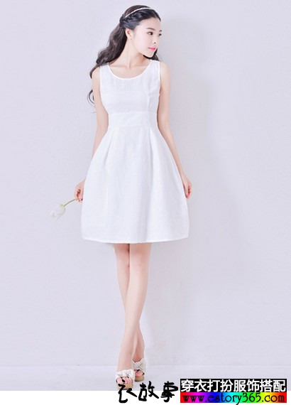 纯白色圆领简约棉麻裙