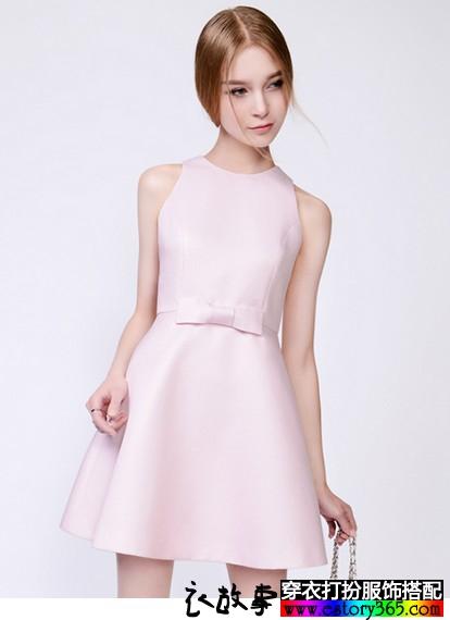 无袖圆领连衣裙
