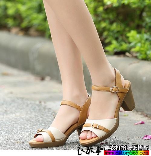 夏天里,女生怎样选择搭配凉快的凉鞋?