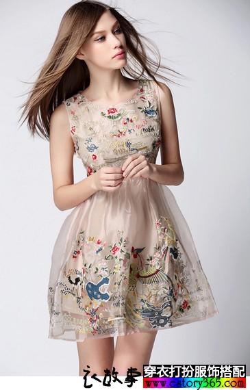 刺绣欧根纱蓬蓬裙