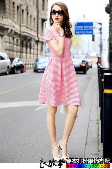 条纹修身连衣裙