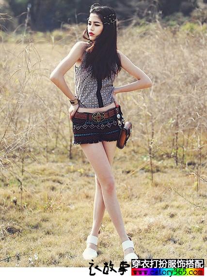 刺绣花色牛仔热裤