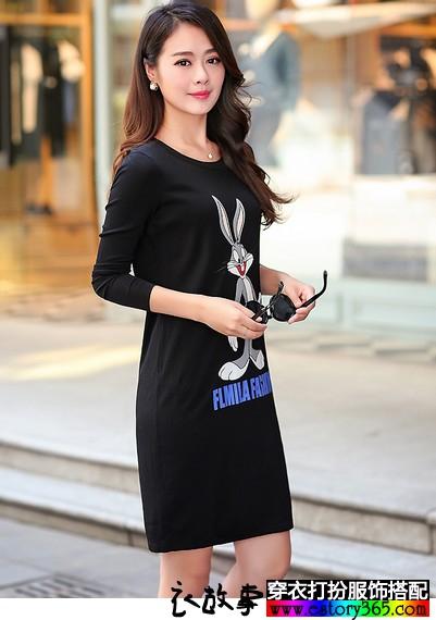 宽松卡通印花长袖连衣裙