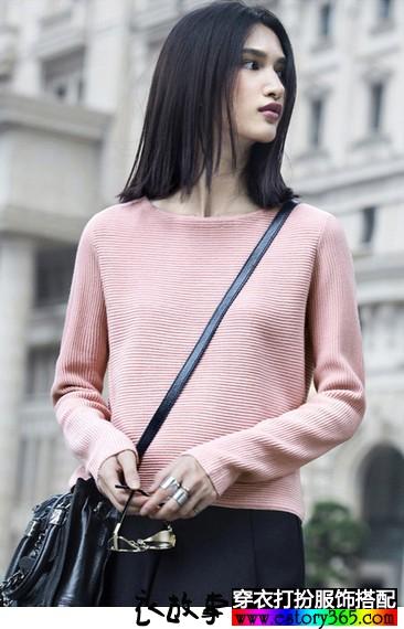 粉色圆领休闲毛衣